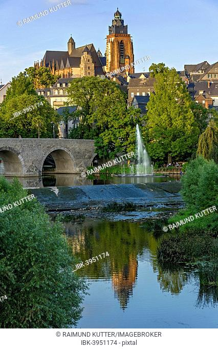 Wetzlar Cathedral, Old Lahn Bridge, fountains of the water organ, Lahn river, old town, Wetzlar, Hesse, Germany