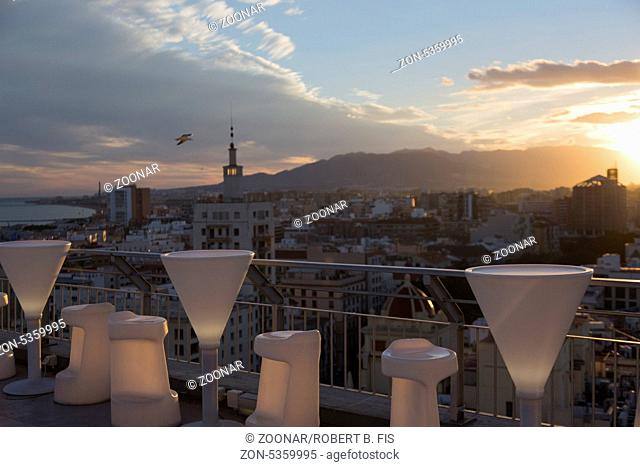 Blick vom 15. Stock des AC Marriot Hotel in Malaga auf die StadtFoto: Robert B. Fishman, ecomedia, Sonnenuntergang