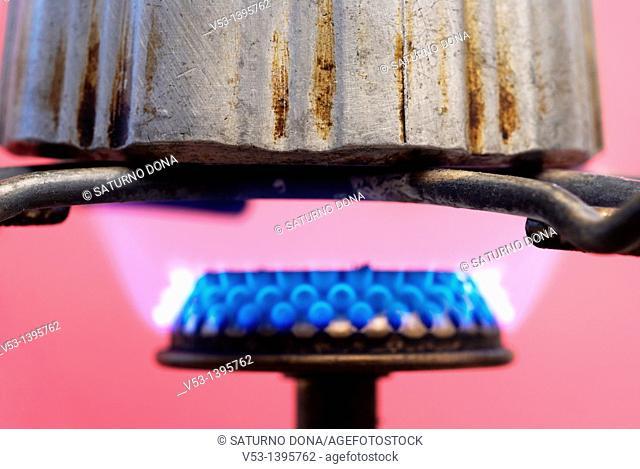 moka on gas flame