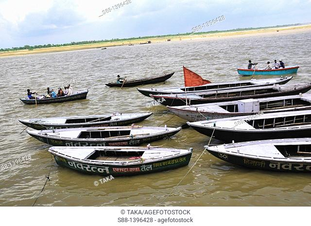 There are many boats for pilgrims and tourists to have short trip on the Ganges river