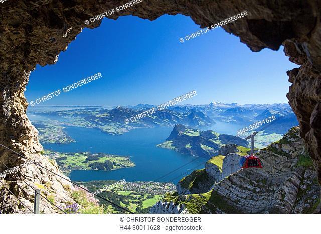 Luftseilbahn Pilatus über dem Vierwaldstättersee