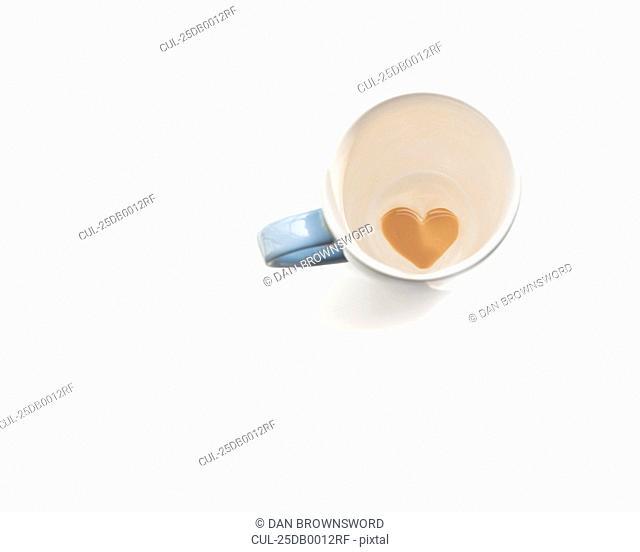 Love heart of coffee in mug