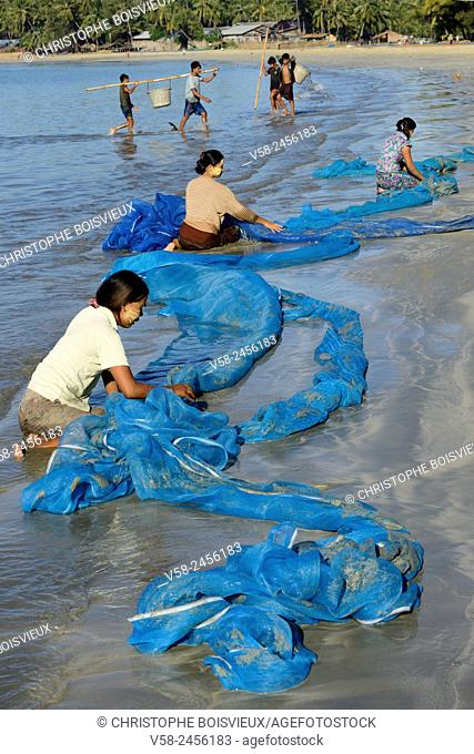 Myanmar, Rakhine State, Ngapali surroundings, Lon Tha beach, Women washing nets