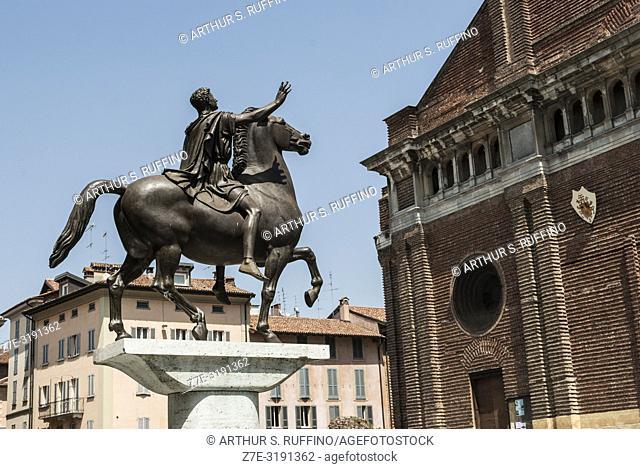 Sun King (Regisole) Monument, Piazza del Duomo (Cathedral Square), Pavia, Lombardy, Italy