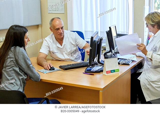 Traumatologist with a patient, Traumatology Consultation, Gros Health Center, Hospital Donostia, San Sebastian, Gipuzkoa, Basque Country, Spain