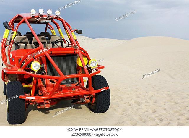 Buggy, oasis of Hacachina near the city of Ica, with sand dune, Peru, South America