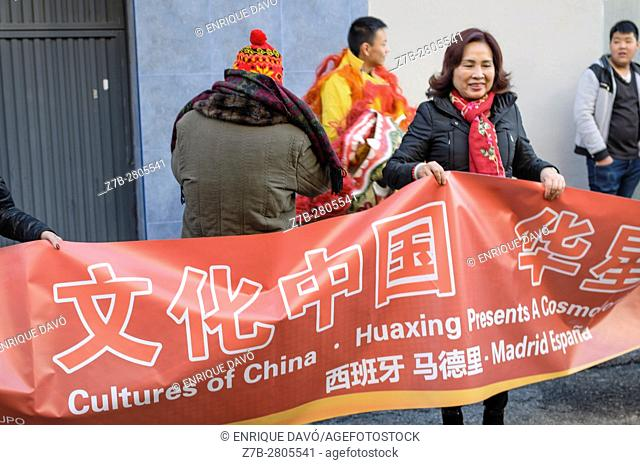 Madrid, Spain. 28th January, 2017. Chinese people preparing the celebration of Chinese New Year in Older House of Usera quarter on 28th January, Madrid, Spain