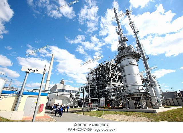 A propane de-asphalter facility (PDA) stands on the grounds of the H&R Oil refinery in Hamburg, Germany, 26 August 2013. Hamburg's Senator for Urban Development...