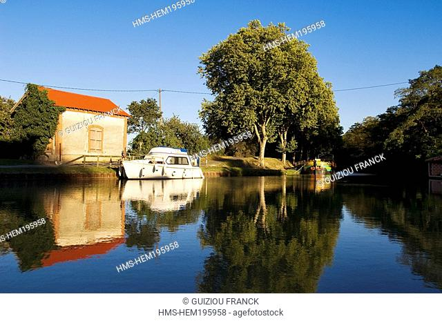 France, Haute Garonne, Montgiscard, Canal du Midi listed as World Heritage by UNESCO