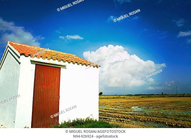 Farmhouse located in a cultivated field of Tarragona. Spain