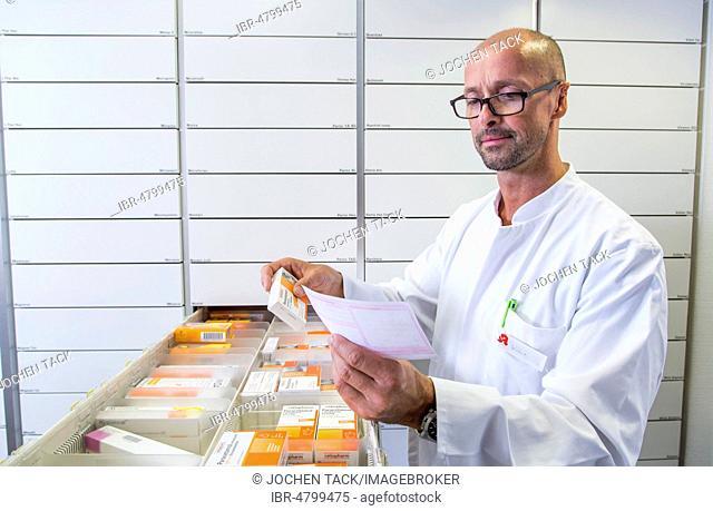 Pharmacy, Pharmacist selects a drug, Germany