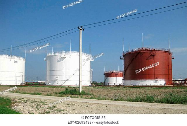 Storage tanks for petroleum products. Equipment refinery
