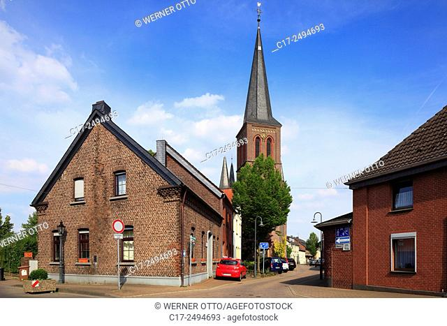 Germany, Kempen, Niers, Lower Rhine, Rhineland, North Rhine-Westphalia, NRW, Kempen-Toenisberg, village centre, residential buildings, Antonius Church