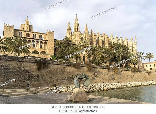The Royal Palace of La Almudaina and the cathedral La Seu, Palma de Mallorca, Majorca, Balearic Islands, Spain,