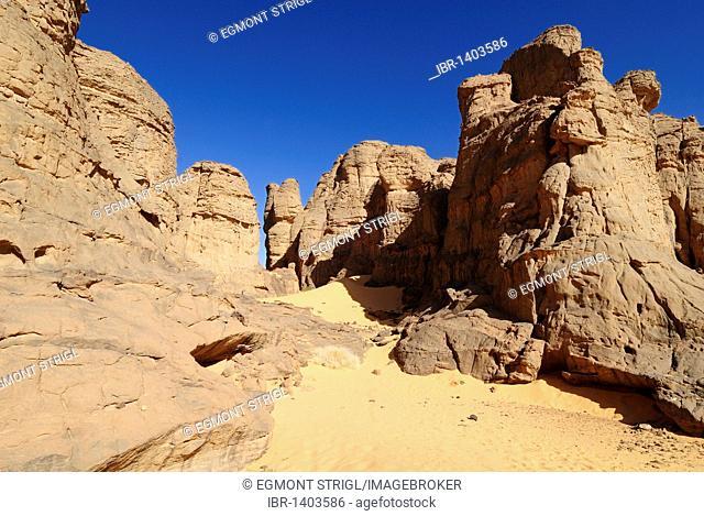 Rock formations in El Ghessour, Tassili du Hoggar, Wilaya Tamanrasset, Algeria, Sahara, North Africa