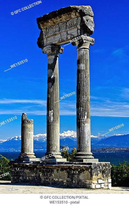 Korinthische Säulen aus Noviodunum Helvetiorum, Nyon, Waadt, Schweiz / Roman Corinthian column from Noviodunum, Nyon, Vaud, Switzerland