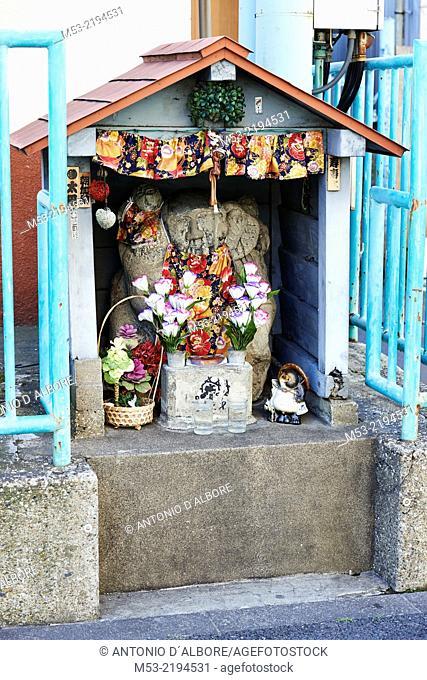 A small shinto shrine, known as Hokaramiya. Tsukiji, Chuo Ward. Tokyo. Japan