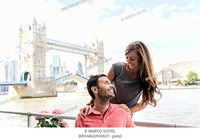 UK, London, happy couple with the Tower Bridge in the background