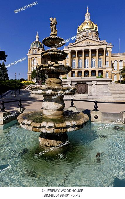 Iowa state capitol building and fountain