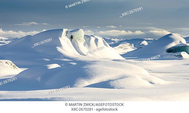 Skaftafelljoekull glacier in the Vatnajoekull NP during Winter. The frozen glacial lake with icebergs. europe, northern europe, scandinavia, iceland, February