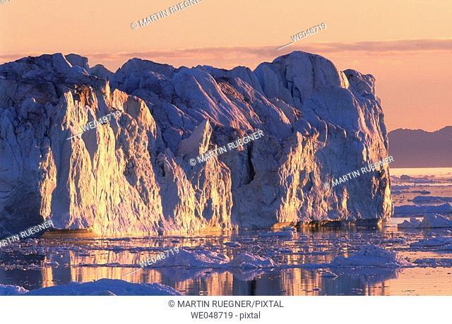 Iceberg. Midnight sun. Llulissat. Diskobay. Greenland. August