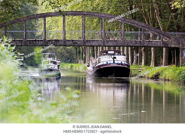France, Lot et Garonne, Caumont sur Garonne, the Canal de Garonne, always named Canal de Garonne and canal of the two seas