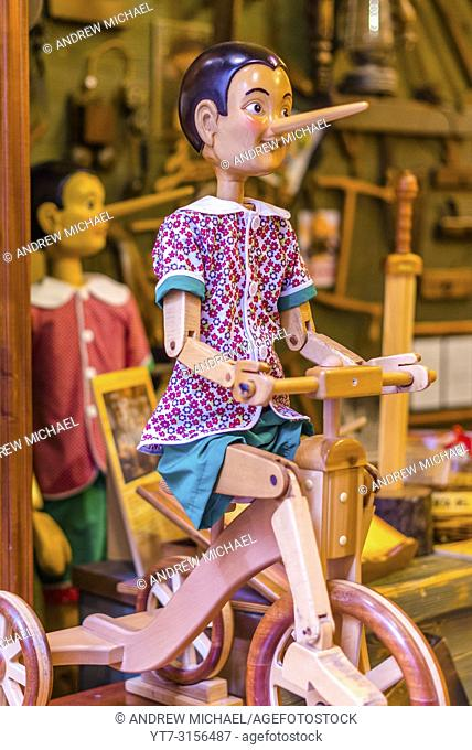 Bartolucci traditional toy shop with wooden Pinocchio dolls on Via dei Pastini, Rome, Lazio, Italy