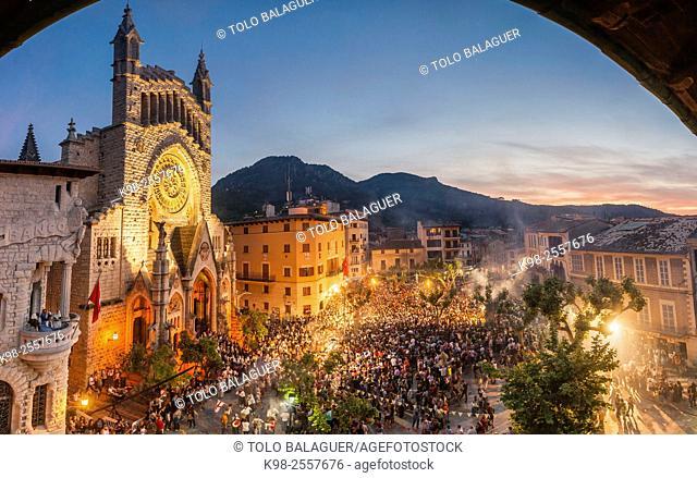 """Moros y cristianos, """"""""Es Firó"""""""", Plaza De Sa Constitució, Soller, Sierra de Tramuntana, Majorca, Balearic Islands, Spain"""