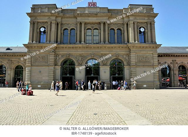 Mainz Central Station, built between 1882 and 1884, based on the design by Philipp Johann Berdelle, Mainz, Rhineland-Palatinate, Germany, Europe