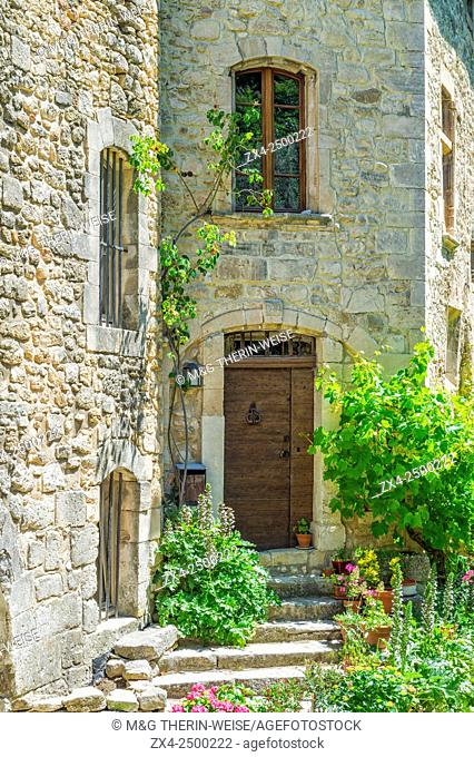 Medieval village of Oppede le Vieux, Vaucluse, Provence Alpes Cote d'Azur region, France