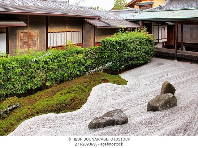 Japan, Kyoto, Daitokuji Temple, Zuiho-in, Garden of the Cross,