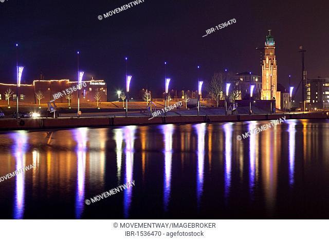 Promenade, Simon-Loschen Lighthouse, Neuer Hafen Harbor, Bremerhaven, Bremen, Germany, Europe