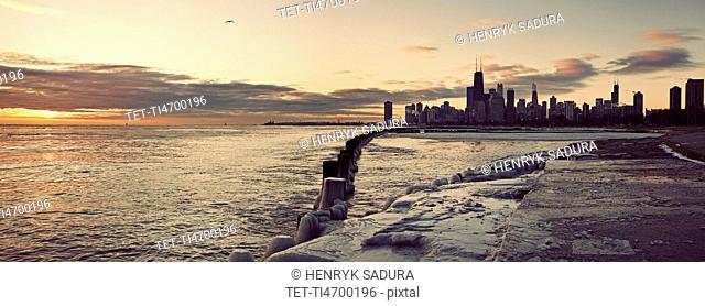 USA, Illinois, Chicago, Skyline at sunrise