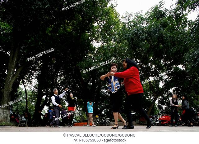 Tai chi exercises with fans Stock Photos and Images | age
