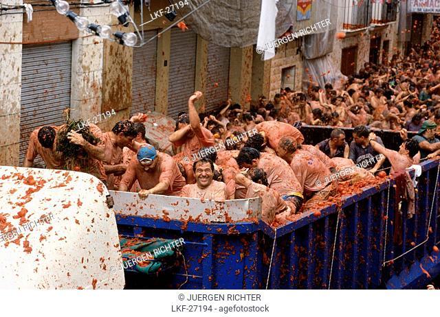 Open truck, Tomato fight, Tomatina, Tomatina festival, Bunol, Bunyol, Province of Valencia, Valencian Community, Spain