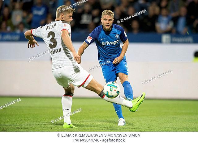Lasse SOBIECH (li., Pauli) gegen Alexander MERKEL (BO), Aktion, Zweikampf, Fussball 2. Bundesliga, 1. Spieltag, VfL Bochum (BO) - FC St