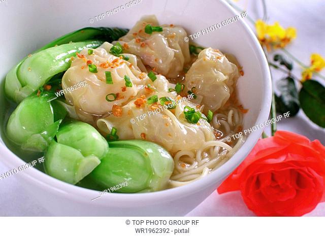 wonton and noodle soup
