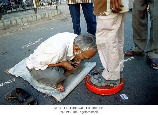 Senior man takes the weight of other people for a living, Ahmedabad, Gujarat, India