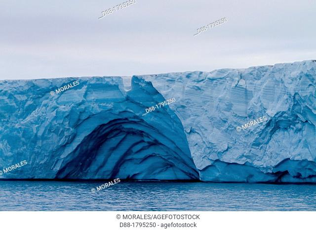 Norway, Svalbard, Spitsbergen, Nordaustlandet , Brasvell's glacier , the ice melt , rivers and fountains flowing water