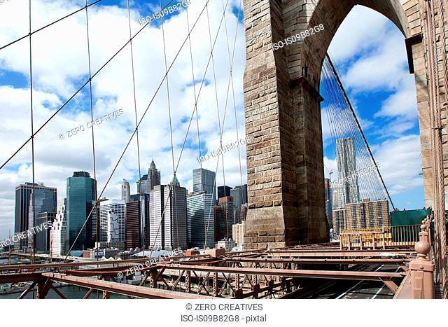 Brooklyn Bridge and New York skyline, New York City, New York, USA