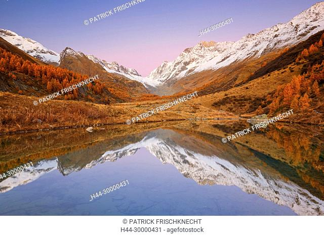 Grundsee mit Aletschhorn und Schinhorn, Wallis, Schweiz