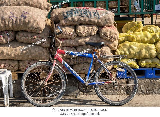 Vegetable market Abu Dhabi - Vegetable market Abu Dhabi - United Arab Emirates - Bike leaning against bags of produce