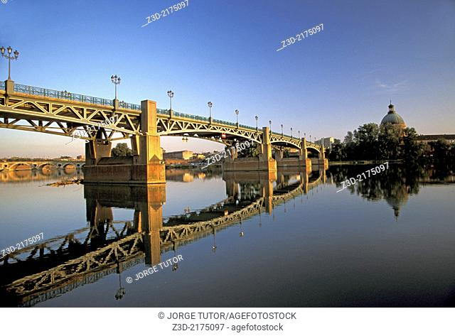Pont Saint-Pierre across Garonne, Toulouse, France