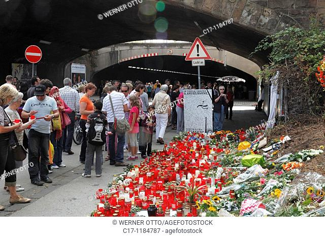 disaster during the Love Parade 2010 on 24 07 2010 in Duisburg, 21 fatalities and more than 500 casualties, mass panic in a tunnel and on a ramp in the entrance...
