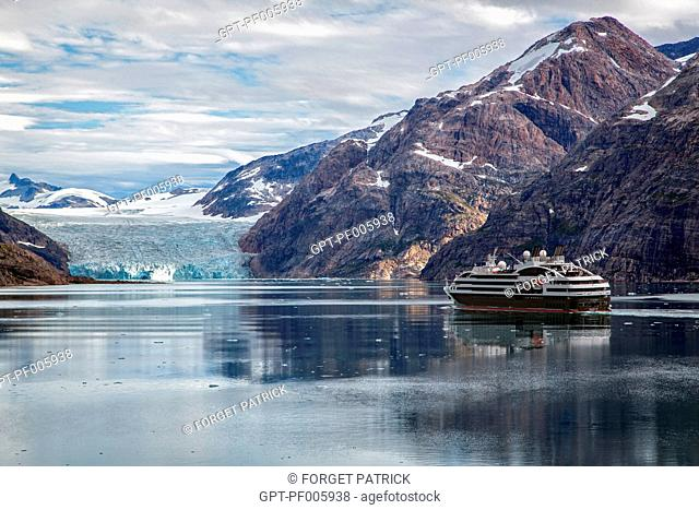THE BOREAL, CRUISE SHIP OF THE PONANT LINE IN FRONT OF A GLACIER, FJORD IN THE PRINCE CHRISTIAN SOUND, GREENLAND