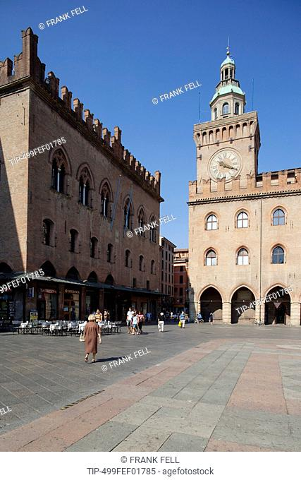 Italy, Emilia Romagna, Bologna, Piazza Maggiore