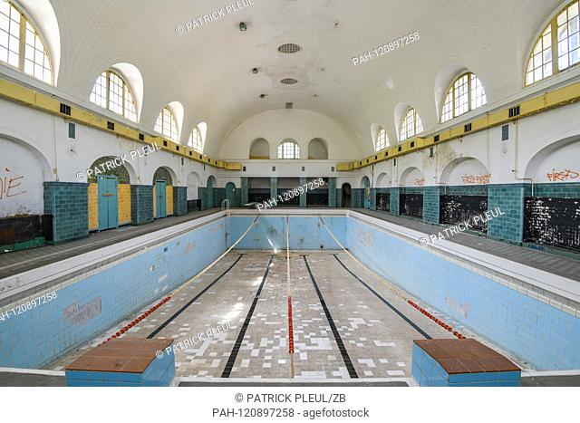 29.05.2019, Brandenburg, Wunsdorf: The former military site House of the Officers - swimming pool in the bathhouse. The site was military gymnastics (1919)