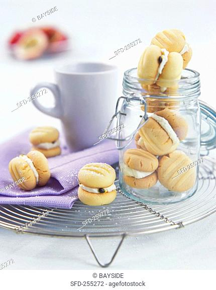 Melting moments small filled sponge cakes