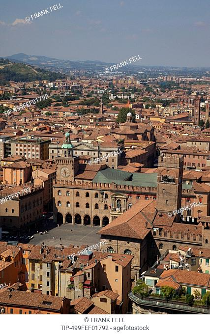 Italy, Emilia-Romagna, Bologna, Piazza Maggiore