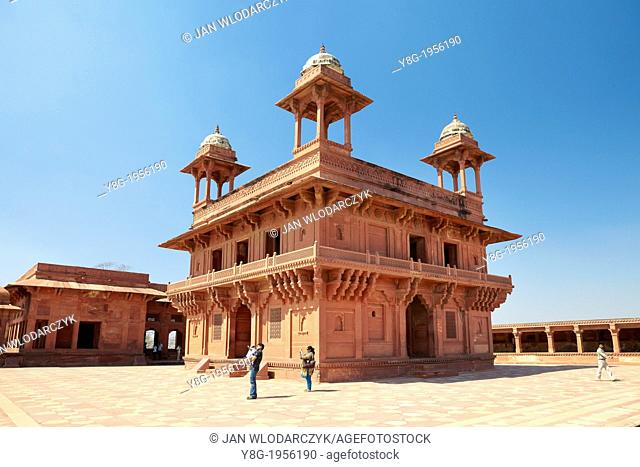 Fatehpur Sikri, Diwan-i-Khas – Hall of Private Audience, the abandoned Mogul City, Uttar Pradesh, India